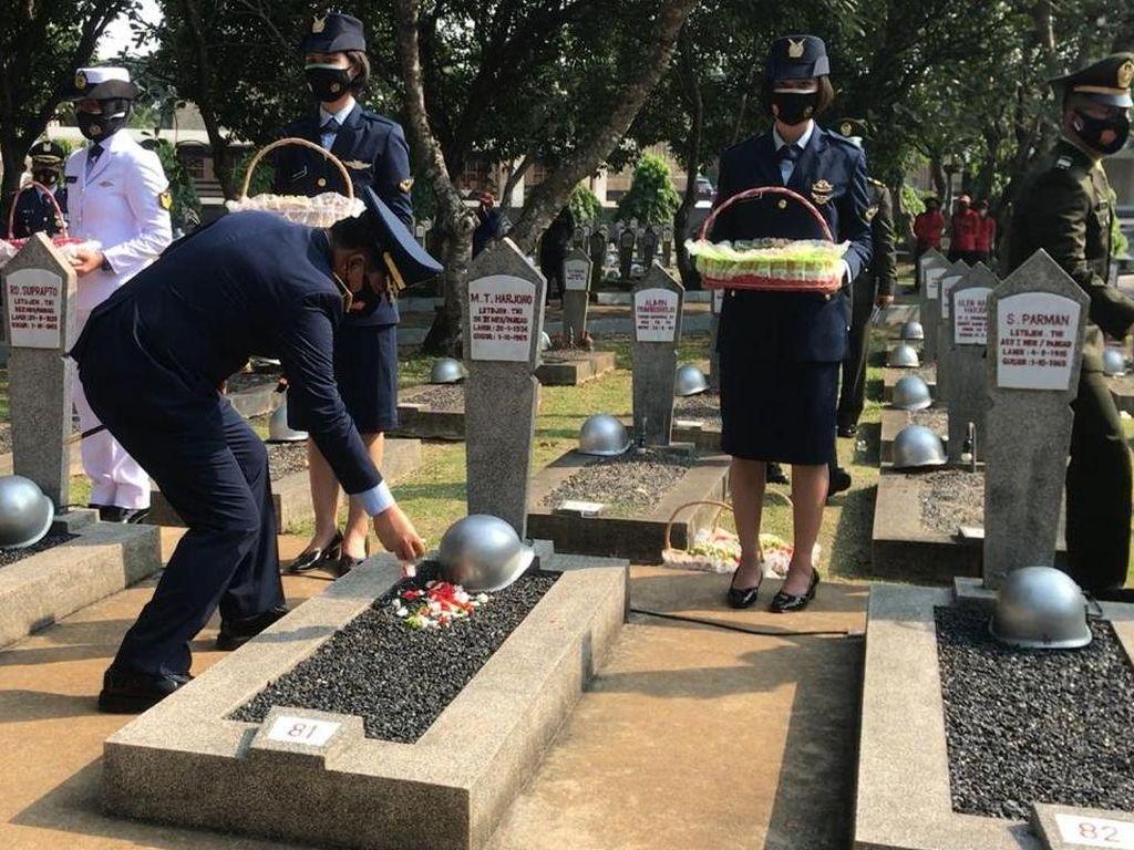 Panglima TNI Ziarah Nasional-Tabur Bunga di TMP Kalibata