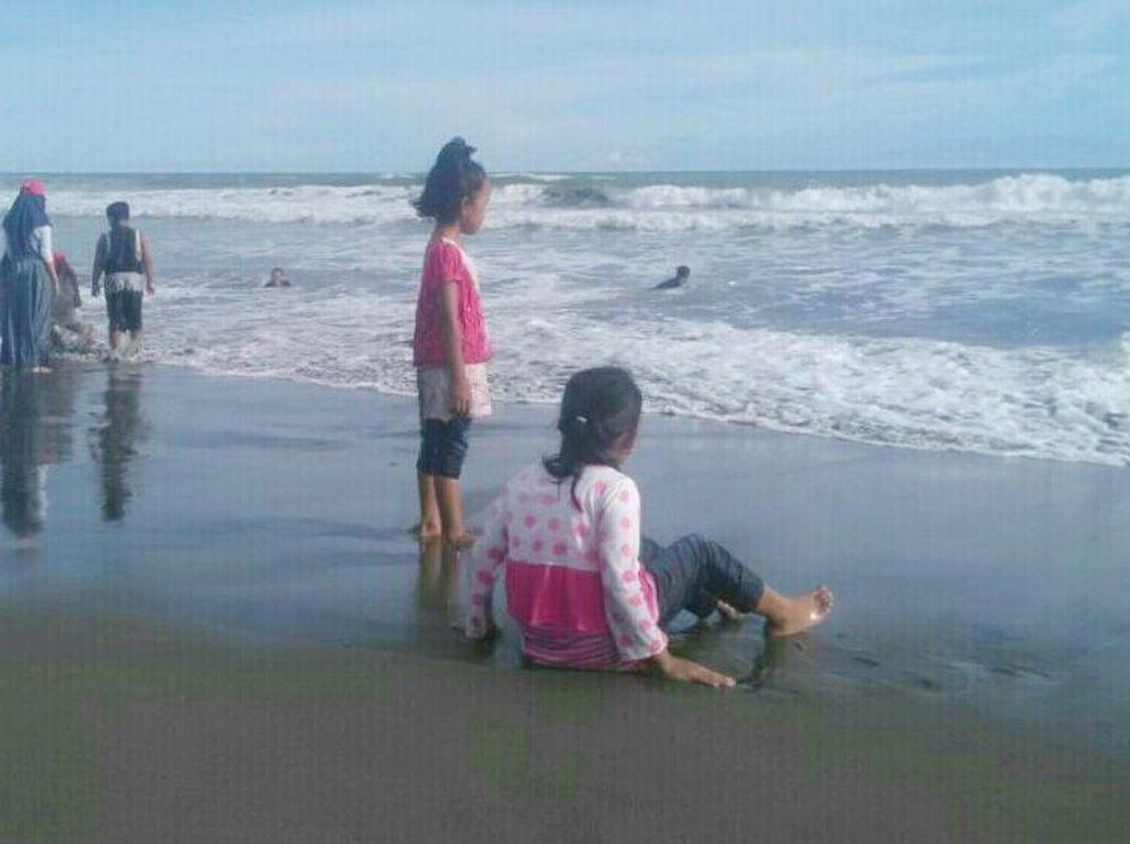 Pantai Kebumen Sepi Pengunjung Gegara Isu Tsunami 20 Meter