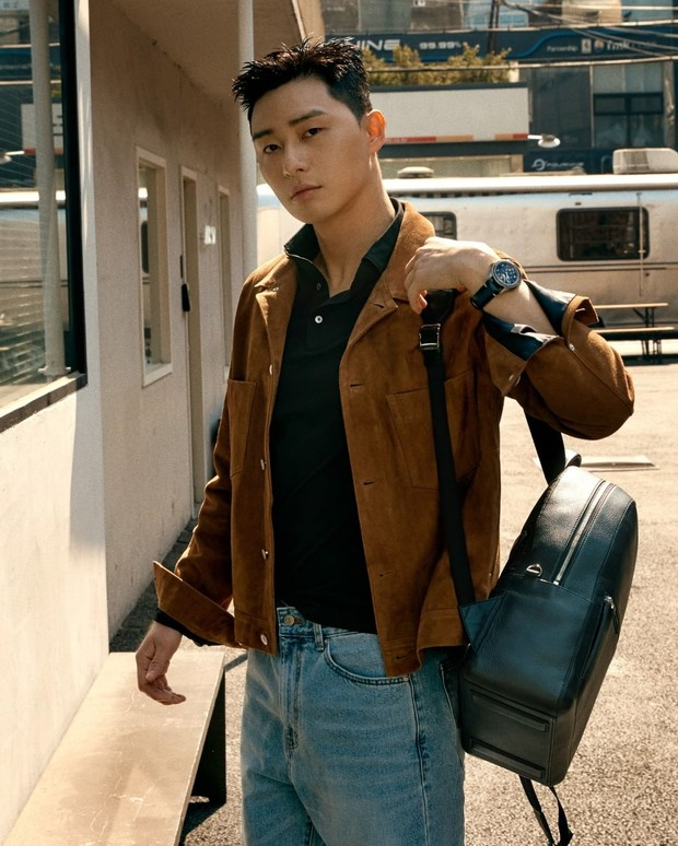 Aktor Itaewon Class terpilih sebagai brand ambassador Montblanc Korea pada tahun 2018.