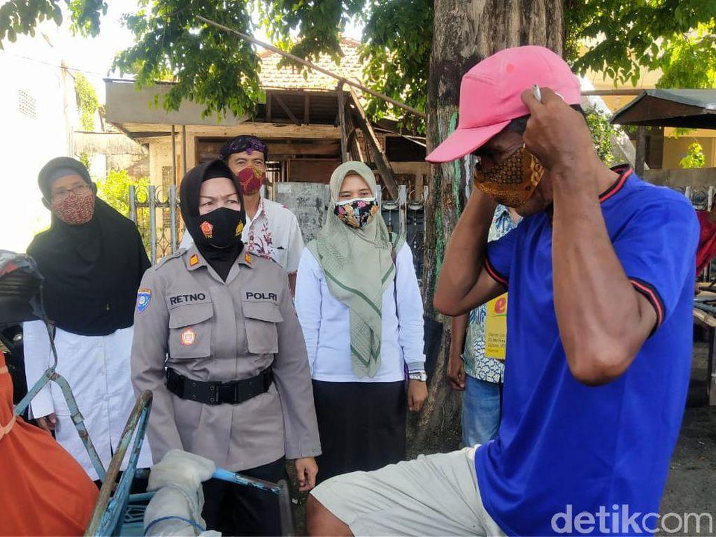 Ratusan Masker Batik Dibagikan di Kota Probolinggo ke Pengguna Jenis Scuba