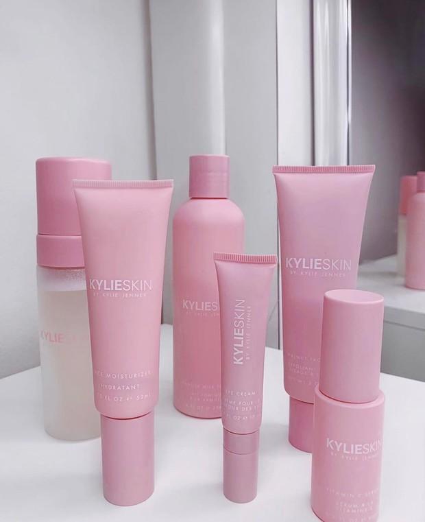 Kylie SKin menjadi produk skincare andalan Kylie Jenner