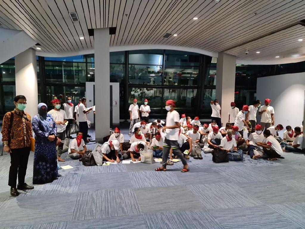 51 Nelayan Aceh Dibebaskan Thailand Tiba di Jakarta, Swab di Wisma Atlet