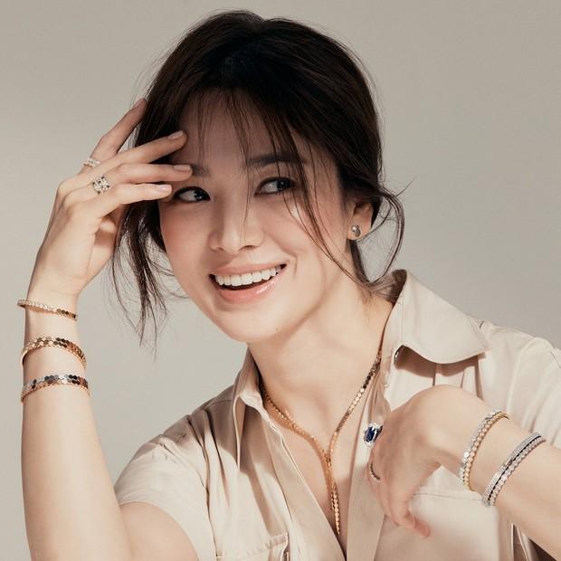 Selain Bottega Veneta, aktris Song Hye Kyo jugaga terpilih sebagai brand ambassador untuk Chaumet,