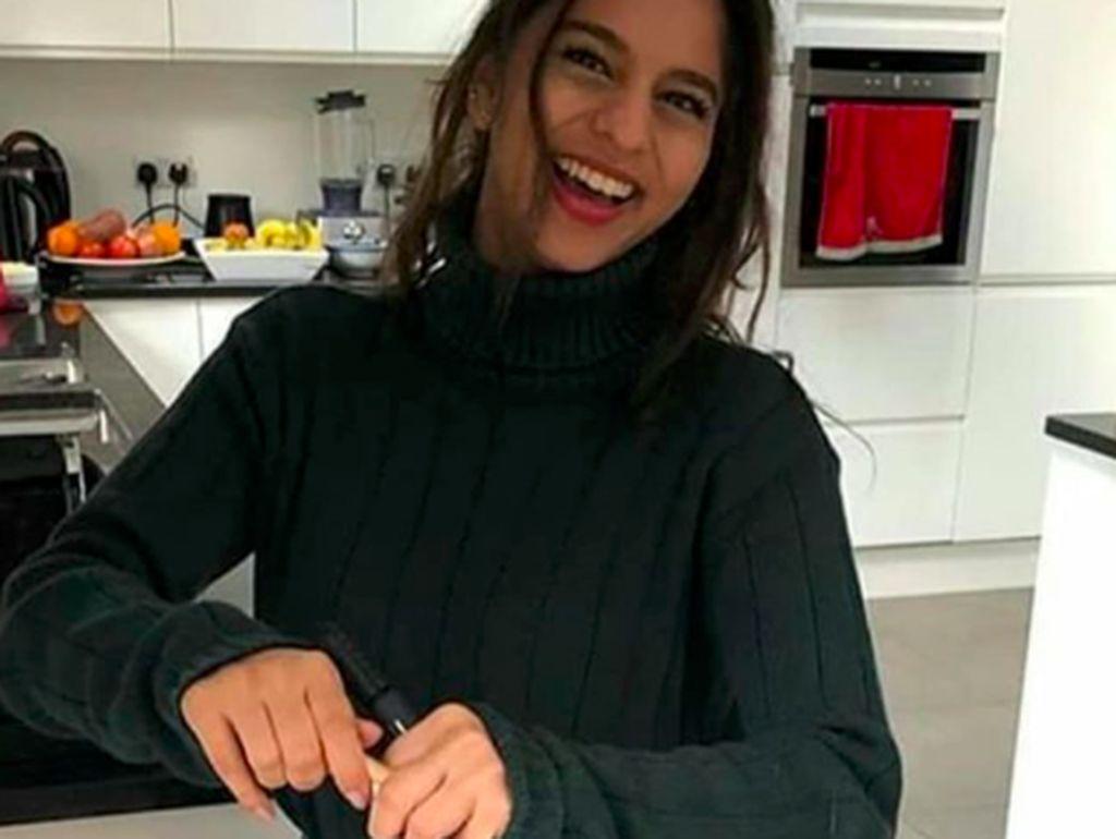 Suhana Khan, Putri Cantik Shah Rukh Khan Saat Ngemil Burger dan Kopi