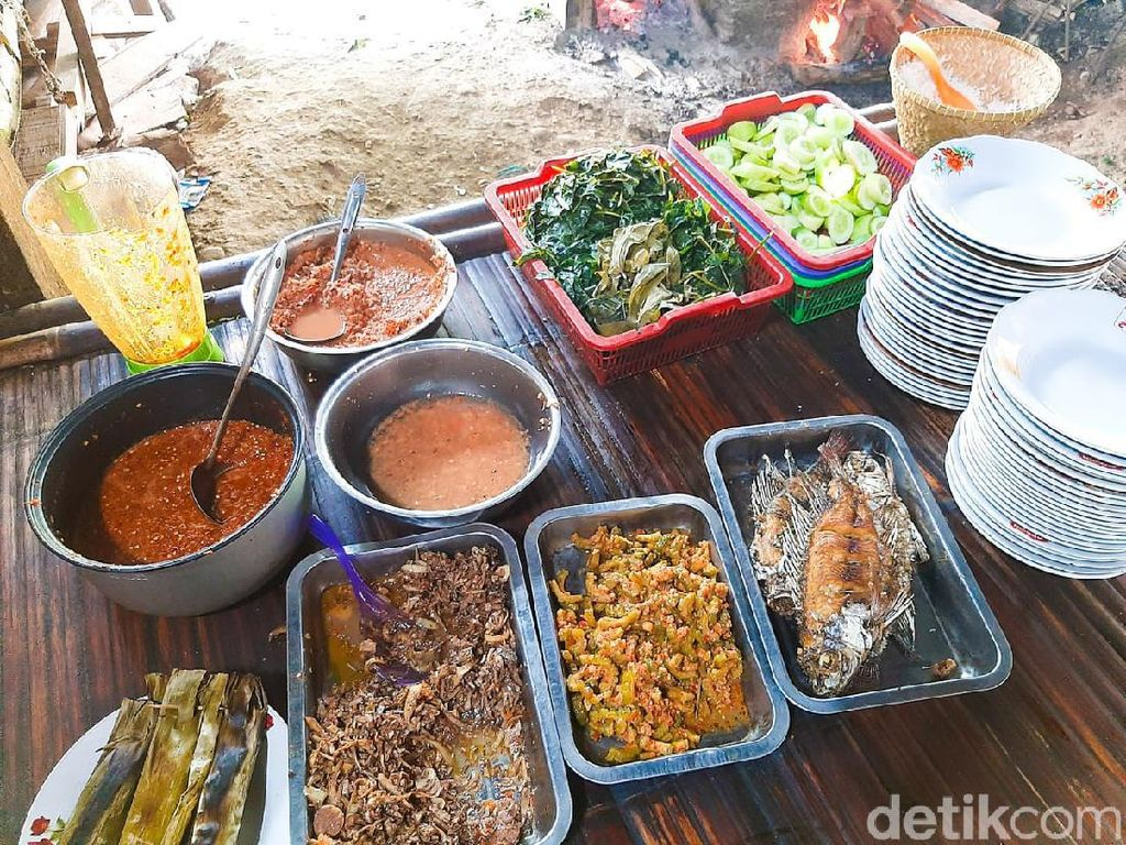 Asyiknya Santap Makanan Kampung di Warung Cere Bu Tini