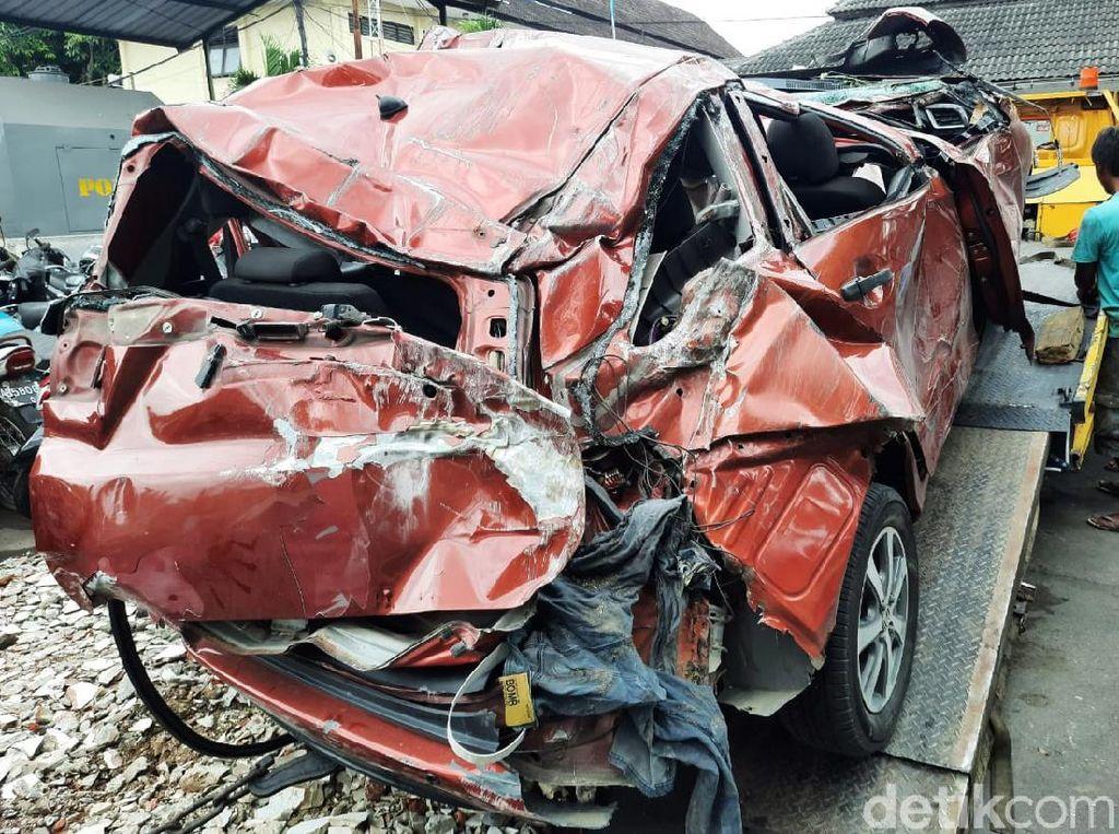 Polisi Temukan Botol Miras di Mobil yang Adu Banteng Tewaskan 4 Orang