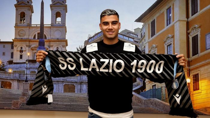 ROME, ITALY - OCTOBER 01:  SS Lazio new signing Andreas Pereira poses as he arrives at Ciampino Airport on October 1, 2020 in Rome, Italy.  (Photo by Paolo Bruno/Getty Images)