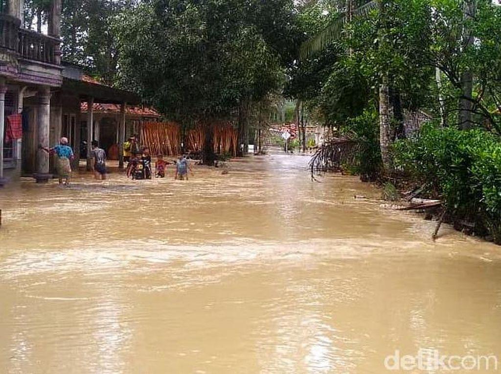 150 Keluarga Korban Banjir di Cianjur Mengungsi