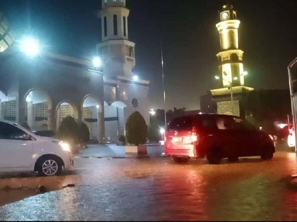 Hujan Deras Sebabkan Banjir di Ambon, Sejumlah Warga Mengungsi