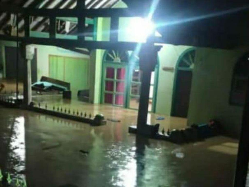 Banjir Terjang 5 Desa di Cianjur, Ketinggian Air Capai 2 Meter
