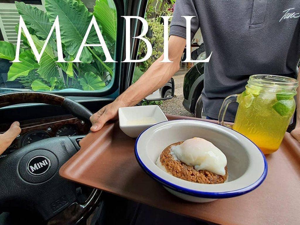 Ini 5 Tempat yang Tawarkan Layanan Makan di Mobil