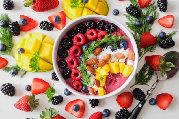 Jika kamu ingin mencoba makan-makanan yang lebih sehat, kamu enggak harus melakukannya sekaligus.