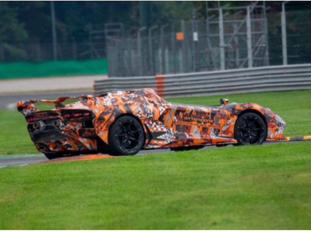 Lamborghini Uji Mobil Sport Tanpa Atap, Awas Berantakan Rambutnya