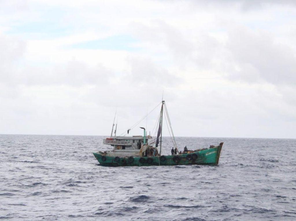 TNI AL Tangkap 2 Kapal Ikan Vietnam di Laut Natuna Utara