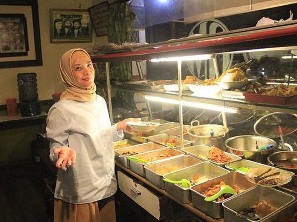 Doyan Makan Enak, Ini Momen Rachel Maryam Saat Jajan di Warteg