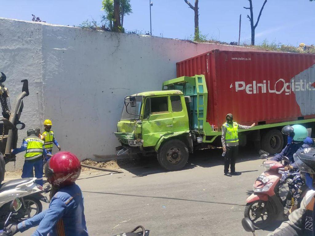 Tabrakan Beruntun Truk-Mobil-Motor di Tol Makassar, Pemotor Tewas