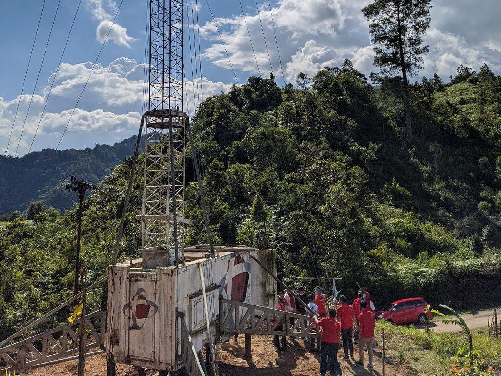 Perjuangan Belajar Online di Desa, Naik ke Bukit Baru Dapat Sinyal
