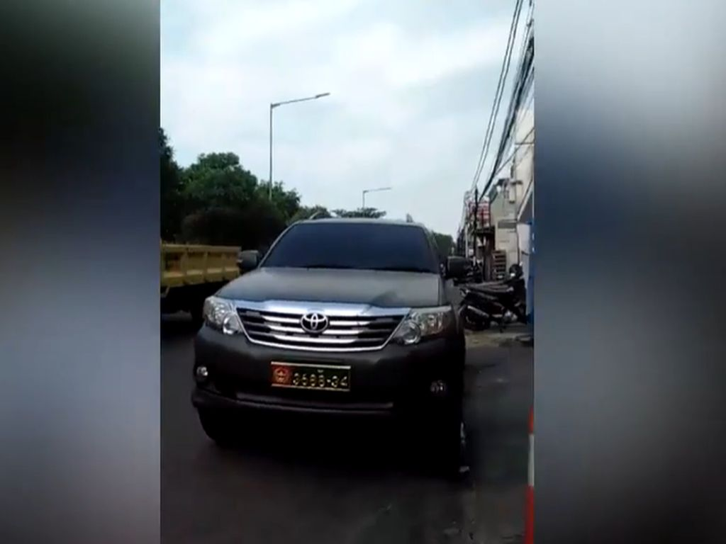 Purnawirawan TNI Akui Salah Pinjamkan Pelat Mobil Dinas ke Ahon