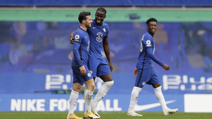 LONDON, ENGLAND - OCTOBER 03: Kurt Zouma of Chelsea celebrates with teammate Ben Chilwell after scoring his sides second goal during the Premier League match between Chelsea and Crystal Palace at Stamford Bridge on October 03, 2020 in London, England. Sporting stadiums around the UK remain under strict restrictions due to the Coronavirus Pandemic as Government social distancing laws prohibit fans inside venues resulting in games being played behind closed doors. (Photo by Kirsty Wigglesworth - Pool/Getty Images)