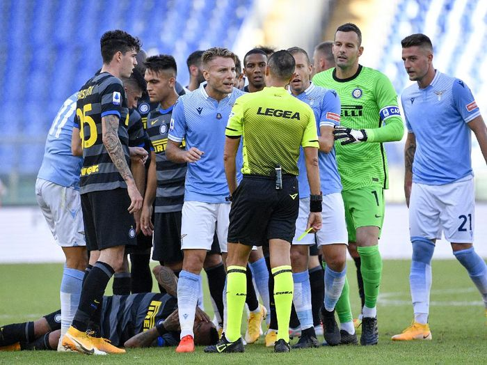 Lazios Ciro Immobile gets a red card during the Serie A soccer match between Lazio and Inter Milan at the Rome Olympic Stadium Sunday, Oct. 4, 2020. (Fabrizio Corradetti/LaPresse via AP)