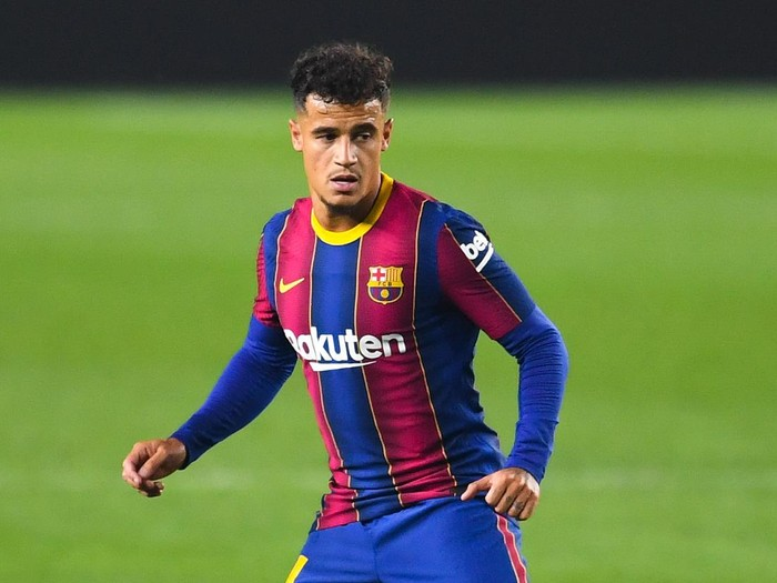 BARCELONA, SPAIN - SEPTEMBER 27: Philippe Coutinho of FC Barcelona looks on during the La Liga Santander match between FC Barcelona and Villarreal CF at Camp Nou on September 27, 2020 in Barcelona, Spain. Football Stadiums around Europe remain empty due to the Coronavirus Pandemic as Government social distancing laws prohibit fans inside venues resulting in fixtures being played behind closed doors. (Photo by David Ramos/Getty Images)