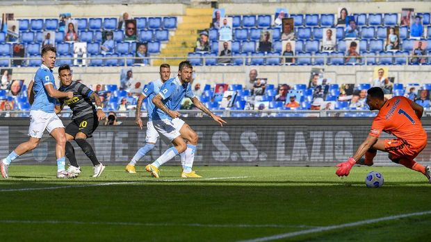 Inter's Lautaro Martinez, 2nd left, scores his side's opening goal during the Serie A soccer match between Lazio and Inter Milan at the Rome Olympic Stadium Sunday, Oct. 4, 2020. (Fabrizio Corradetti/LaPresse via AP)