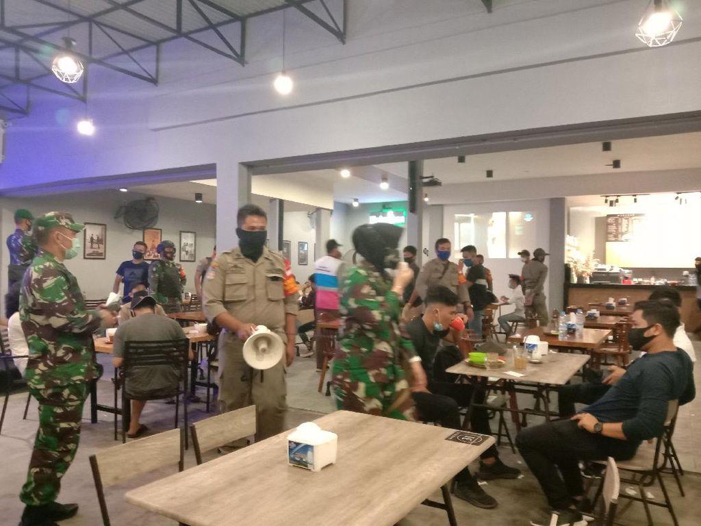 Satgas COVID-19 Sumut Bubarkan Pengunjung Kafe-KTV Langgar Protokol Kesehatan