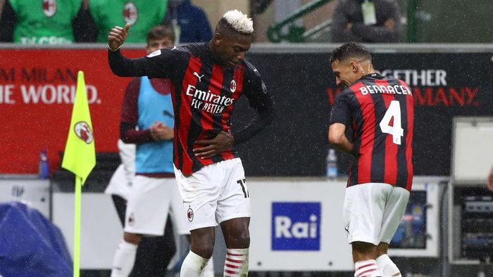 MILAN, ITALY - OCTOBER 04:  Rafael Leao (L) of AC Milan celebrates his second goal with his team-mate Ismael Bennacer (R) during the Serie A match between AC Milan and Spezia Calcio at Stadio Giuseppe Meazza on October 4, 2020 in Milan, Italy.  (Photo by Marco Luzzani/Getty Images)