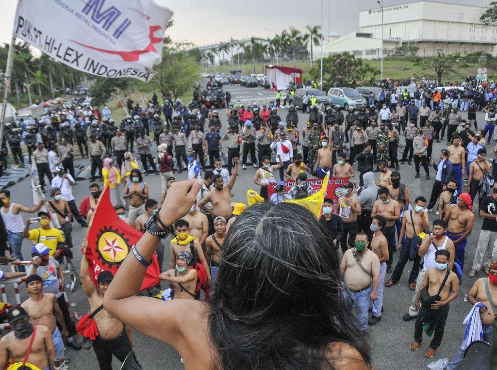 Buruh Bekasi juga Aksi di Kawasan EJIP Tolak Omnibus Law