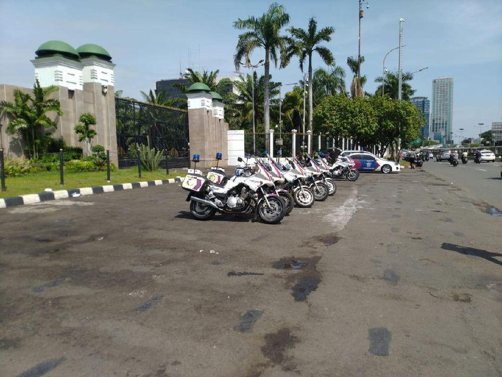 Antisipasi Demo, Water Cannon-Barracuda Disiagakan di Sekitar DPR