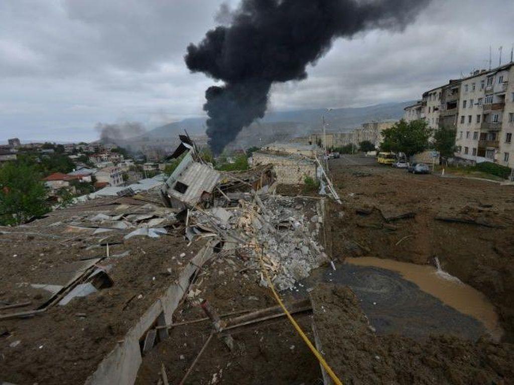 Azerbaijan dan Armenia Terus Berperang, Kota-kota Dihantam Ledakan