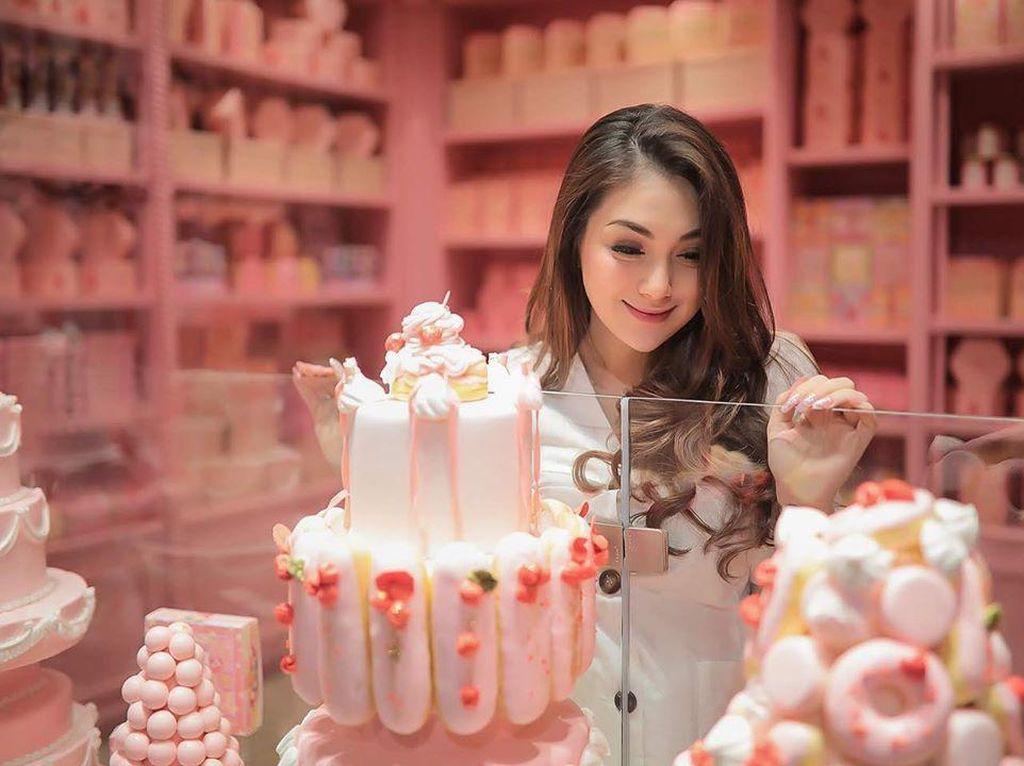 Es Krim dan Cake, Camilan Manis Favorit Celine Evangelista