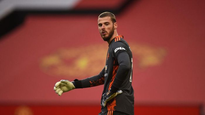 MANCHESTER, ENGLAND - OCTOBER 04: David De Gea of Manchester United reacts during the Premier League match between Manchester United and Tottenham Hotspur at Old Trafford on October 04, 2020 in Manchester, England. Sporting stadiums around the UK remain under strict restrictions due to the Coronavirus Pandemic as Government social distancing laws prohibit fans inside venues resulting in games being played behind closed doors. (Photo by Oli Scarff - Pool/Getty Images)