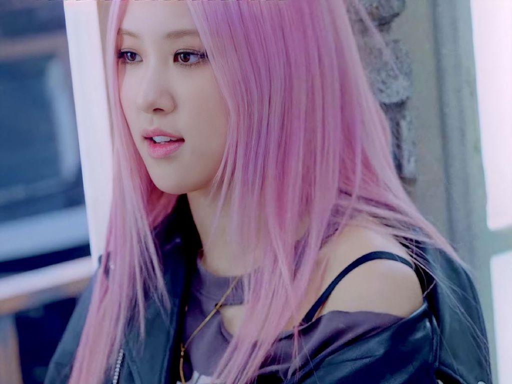 8 Gaya Blackpink di MV Lovesick Girls, Kasual Tapi Harganya Nggak Santai