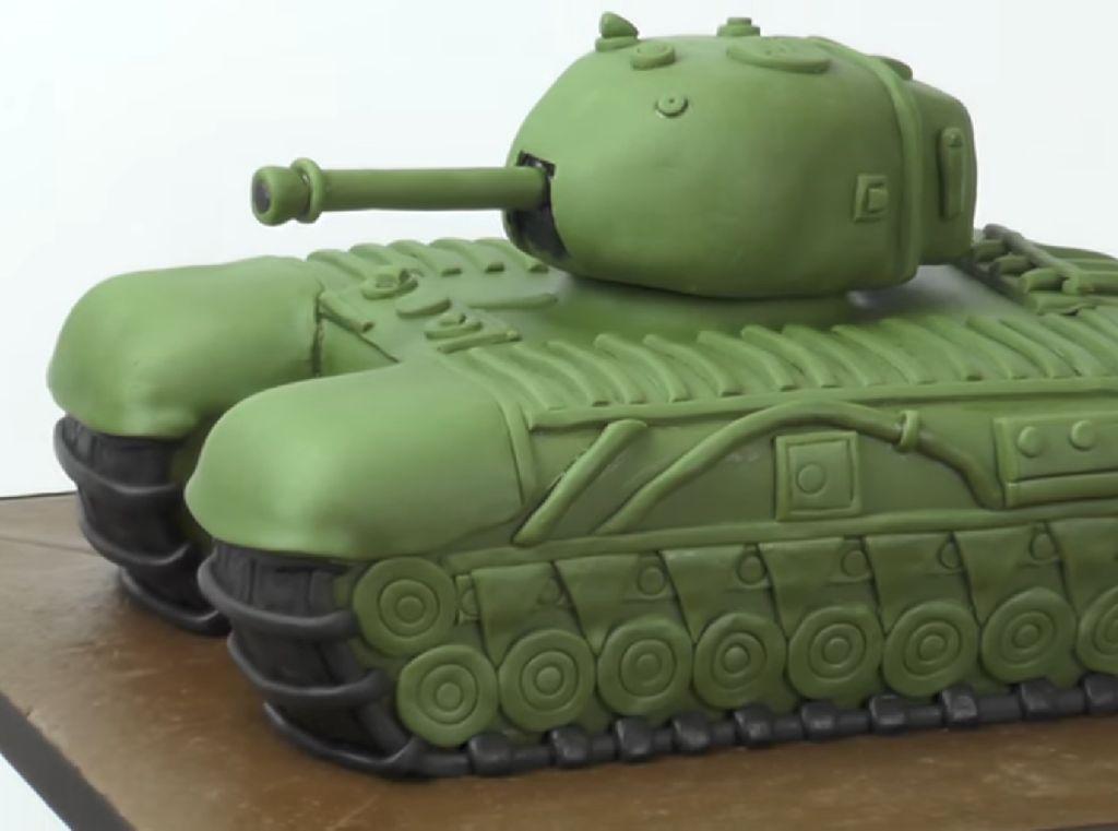 HUT TNI Ke-75, Ada Cake Hijau Loreng hingga Berhias Tank Baja