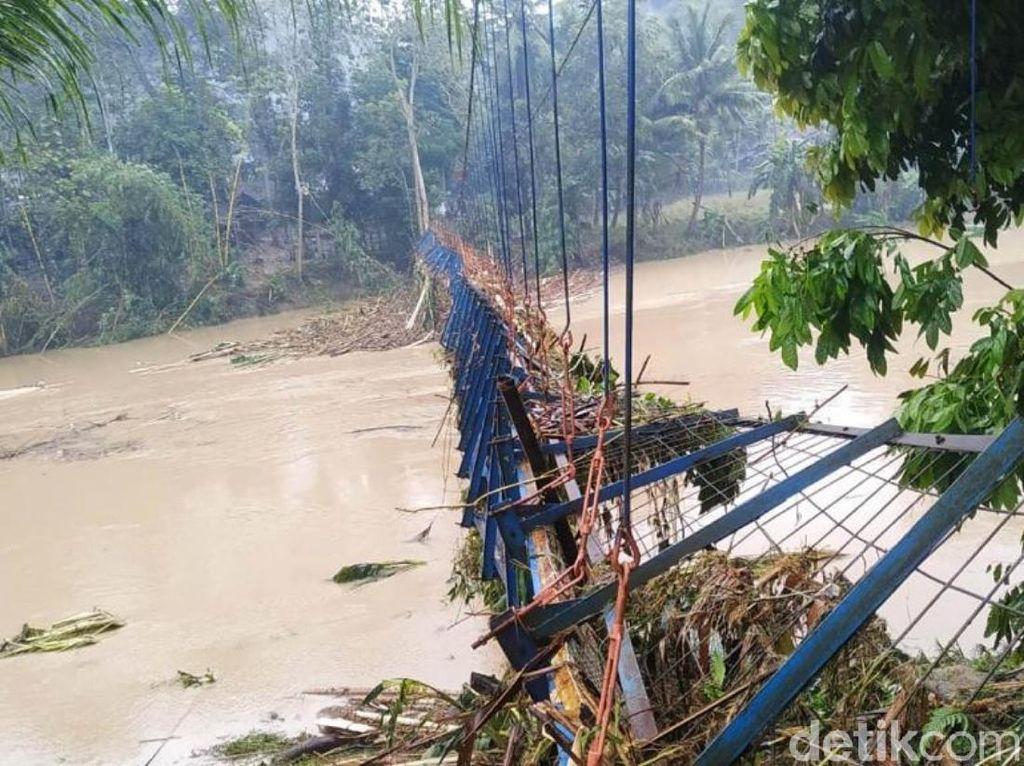 Tiga Jembatan Rusak Akibat Banjir Bandang Cianjur