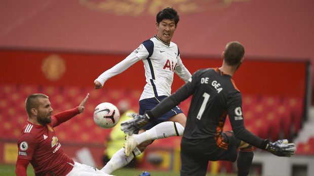 Tottenham's Son Heung-min, center, scores his side's second goal during the English Premier League soccer match between Manchester United and Tottenham Hotspur at Old Trafford in Manchester, England, Sunday, Oct. 4, 2020. (Oli Scarff/Pool via AP)
