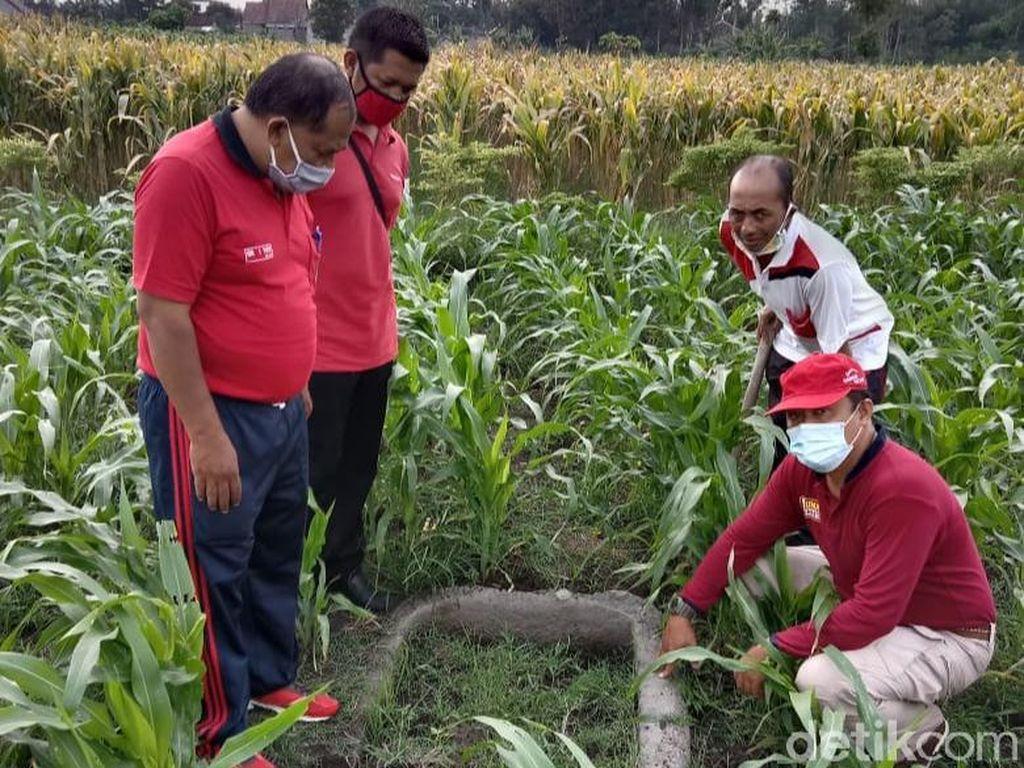 Jambangan Air Diduga Benda Purbakala Ditemukan di Persawahan Kota Blitar