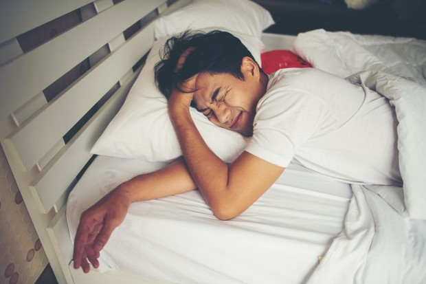 Salah satu penyebab mimpi basah adalah karena produksi testosteron pria meningkat selama periode tidur REM (rapid eye movement).