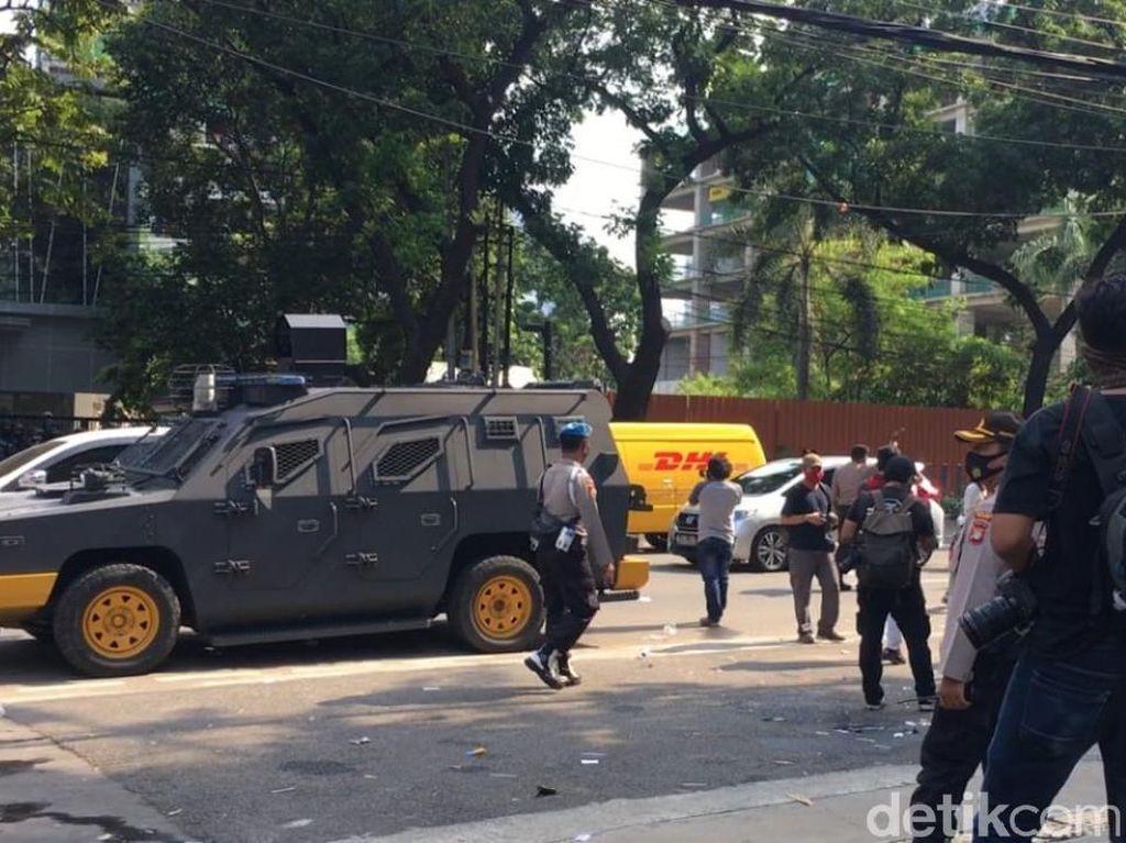 Langgar Protokol COVID, Demo Pekerja Hiburan Malam di DPRD DKI Dibubarkan