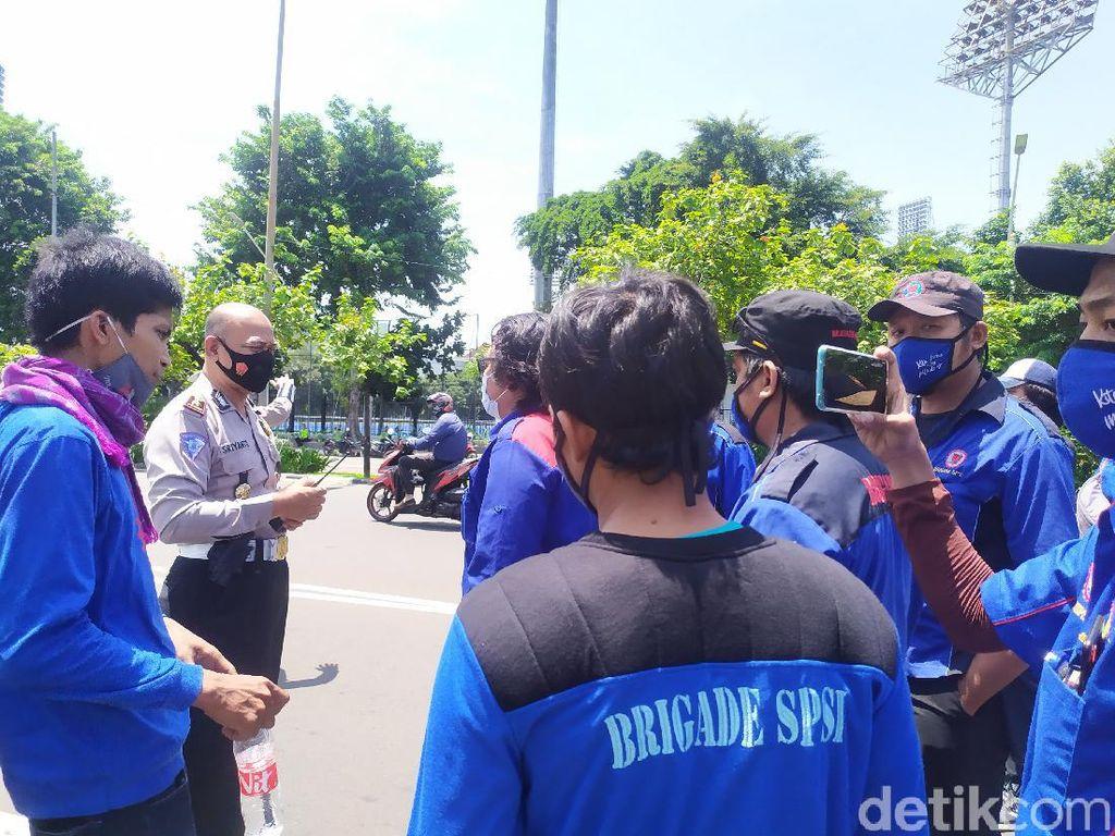 Selain di DPR, Massa Buruh Juga Demo di Kabupaten Bekasi-Kota Tangerang