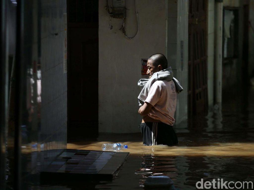 Hujan Deras, 9 RT di Ciracas Jaktim Banjir hingga 80 Cm