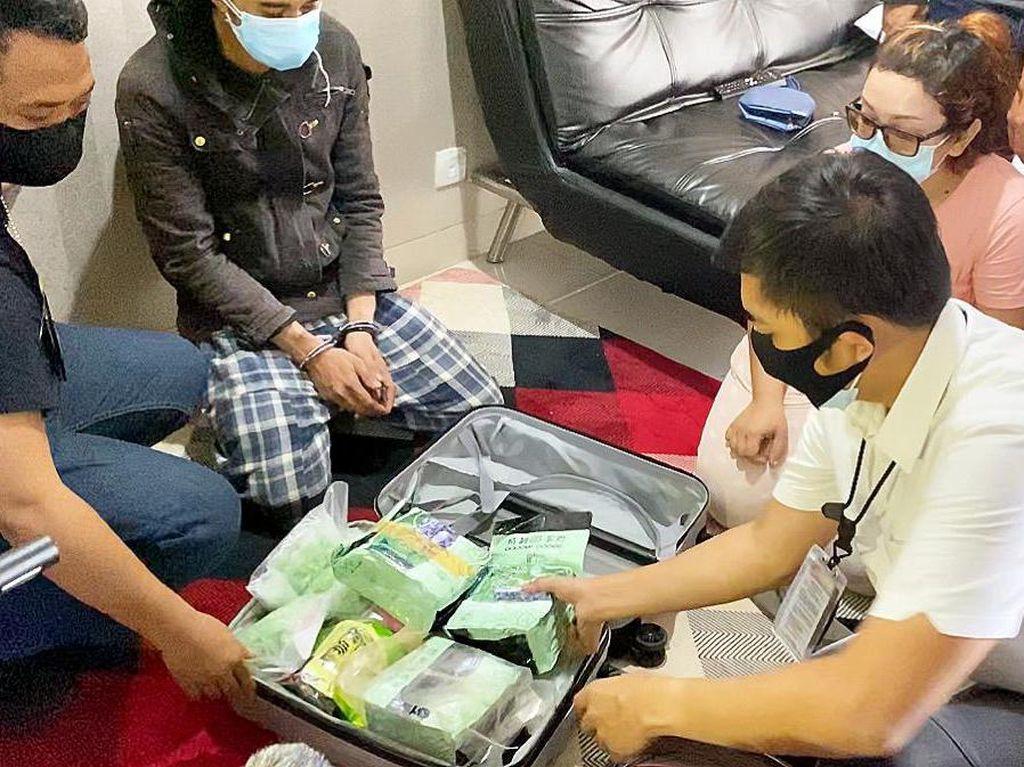 Pengedar Ditangkap di Apartemen Mewah Jaktim, Sekoper Narkoba Disita Polisi