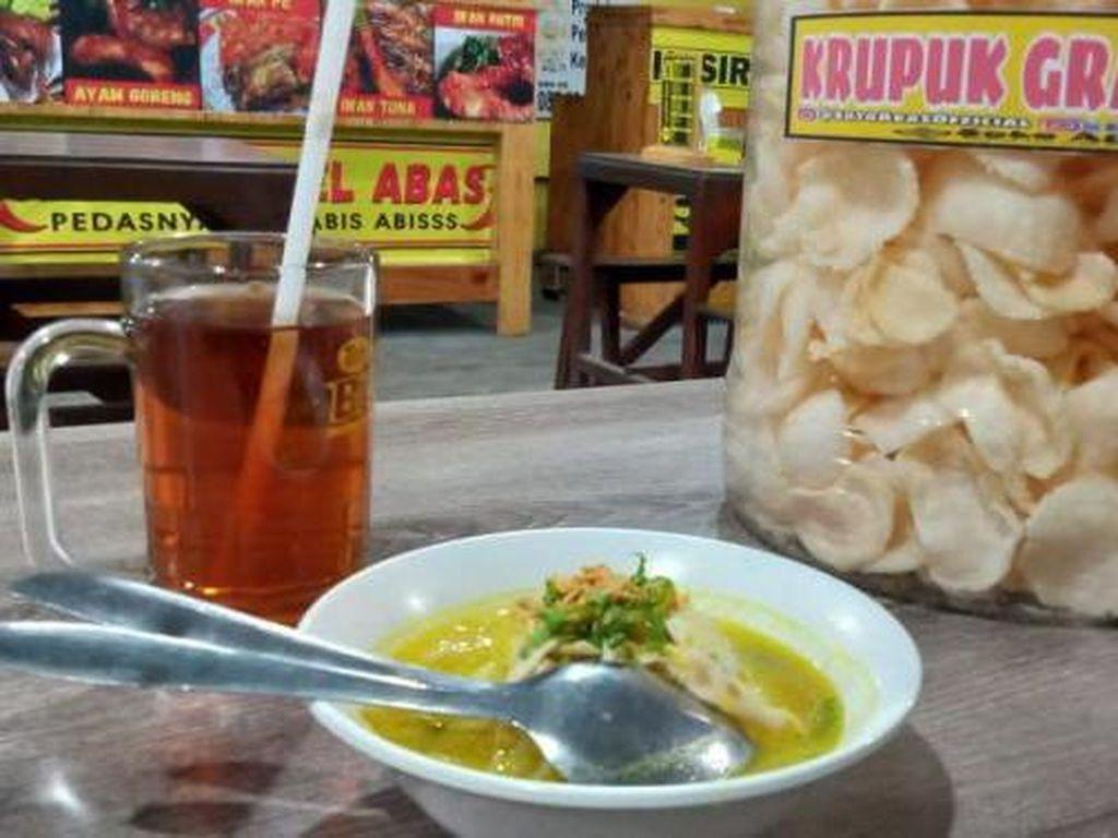 Foto: Mencoba Kuliner Soto Lamongan Sedap di Sidoarjo