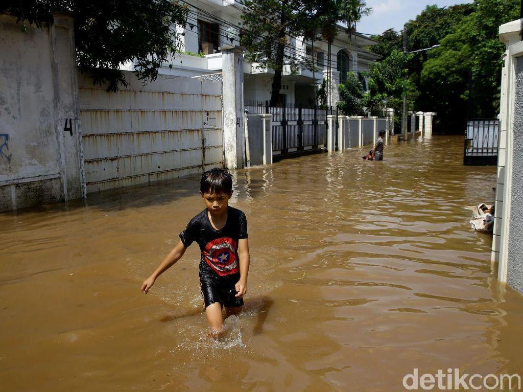 Waspada Bencana Alam Lain, Ingat Jaga Jarak di Pengungsian