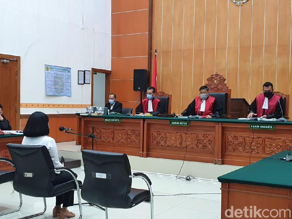Depan Hakim, Vanessa Angel Ngaku Konsumsi Pil Xanax di Sel Tahanan