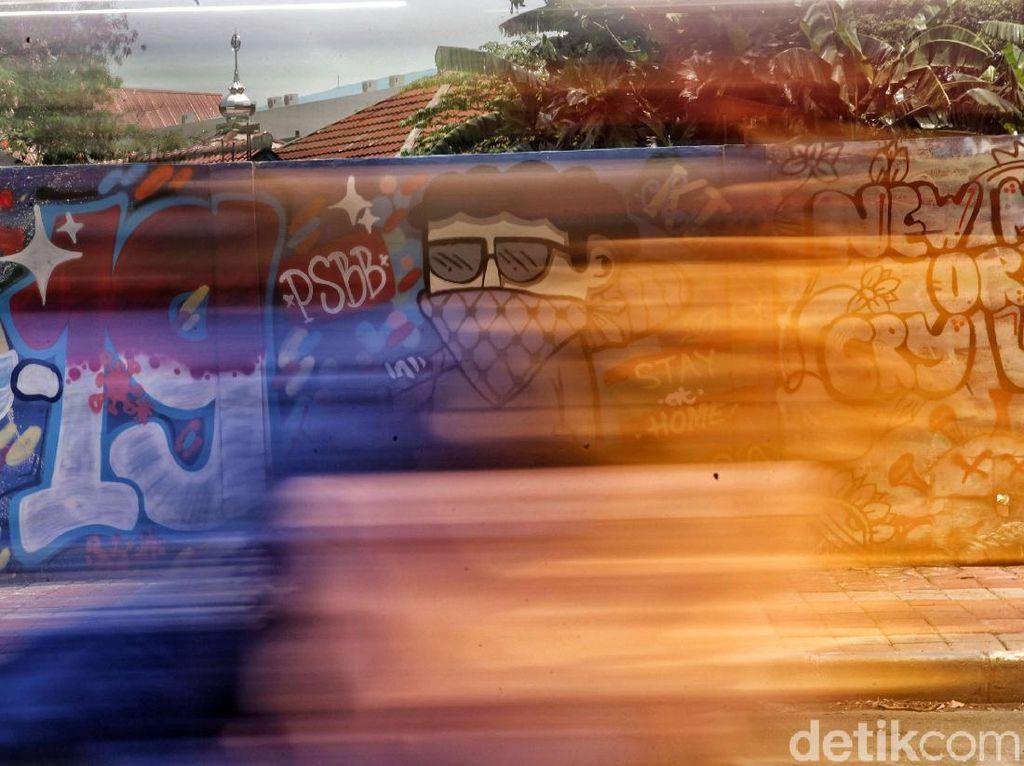 Warna-warni Mural Corona di Kawasan Sunter Jaya