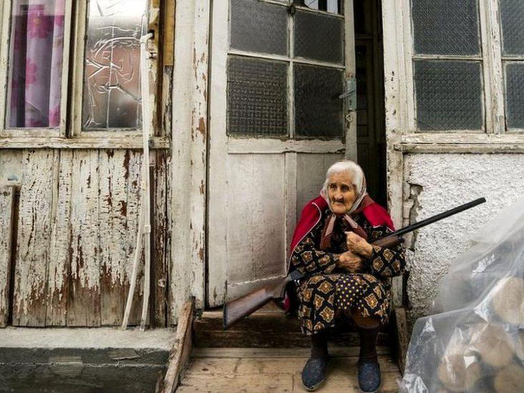 Armenia-Azerbaijan Kian Panas, Warga Sipil Jadi Korban, Kota Luluh-Lantak
