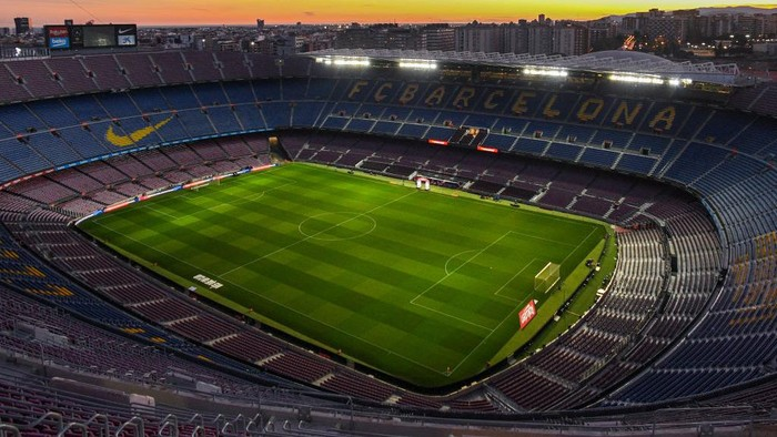 BARCELONA, SPAIN - FEBRUARY 02: General view of the stadium at sunset prior to the Liga match between FC Barcelona and Levante UD at Camp Nou on February 02, 2020 in Barcelona, Spain. (Photo by David Ramos/Getty Images)