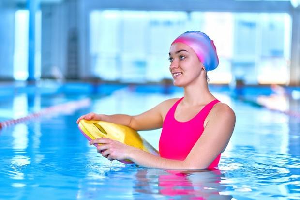 Berenang dapat membantu redakan stres.